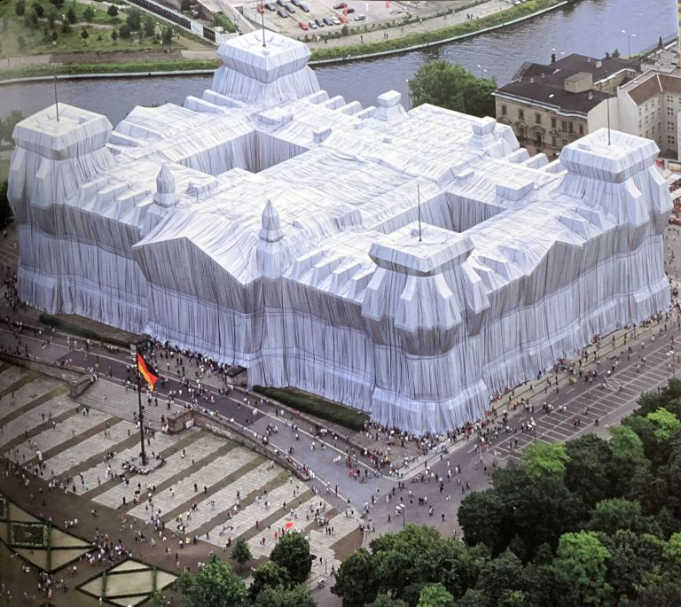 Wrapped Reichstag Berlin 1971-1985. CHRISTO, JEAN-CLAUDE.
